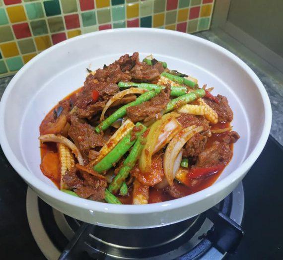 Cara lengkap untuk membuat Daging masak padprik / paprik yang sangat menggiurkan.
